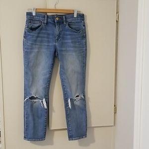 Slim broken in boyfriend jeans